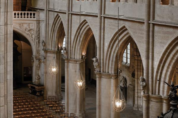 matali crasset dijon cathedrale Saint Bénigne lanterne lustre lumière monument historique église